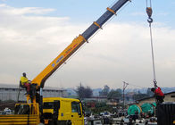 Cina 14 Ton vehicle mounted crane Telescopic Boom Driven By Hydraulic , 35 T.M pabrik