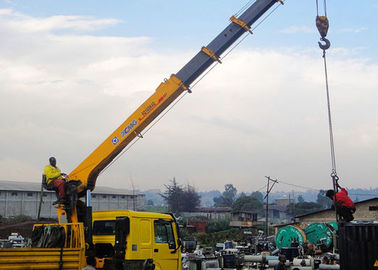 14 Ton vehicle mounted crane Telescopic Boom Driven By Hydraulic , 35 T.M